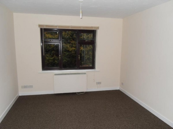 Empire Court, Warwick Road, Clacton-on-Sea, Essex, CO15 3DL - Photo 2