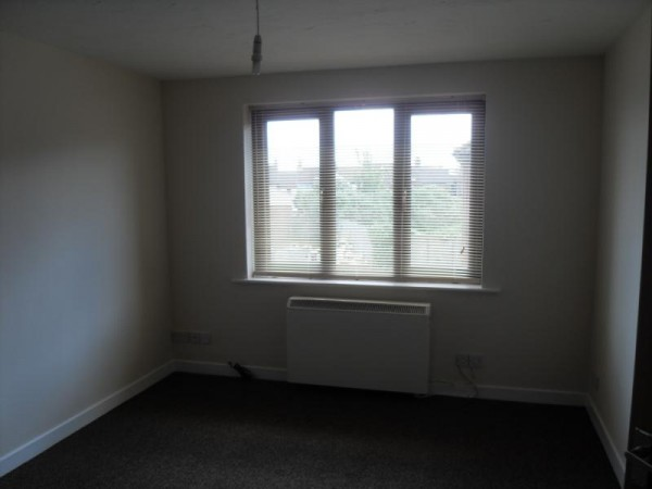 Empire Court, Warwick Road, Clacton-on-Sea, Essex, CO15 3DL - Photo 3