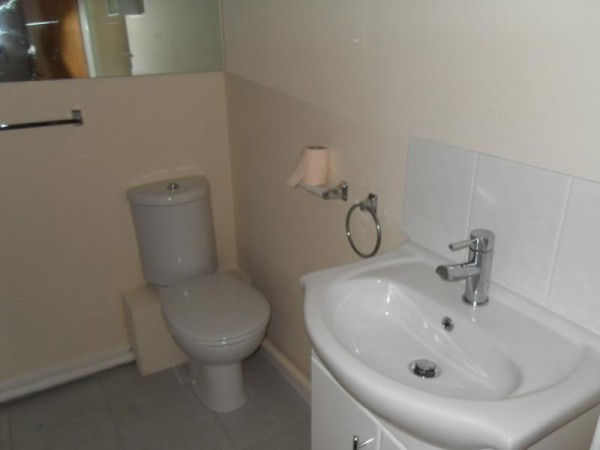 Empire Court, Warwick Road, Clacton-on-Sea, Essex, CO15 3DL - Photo 5